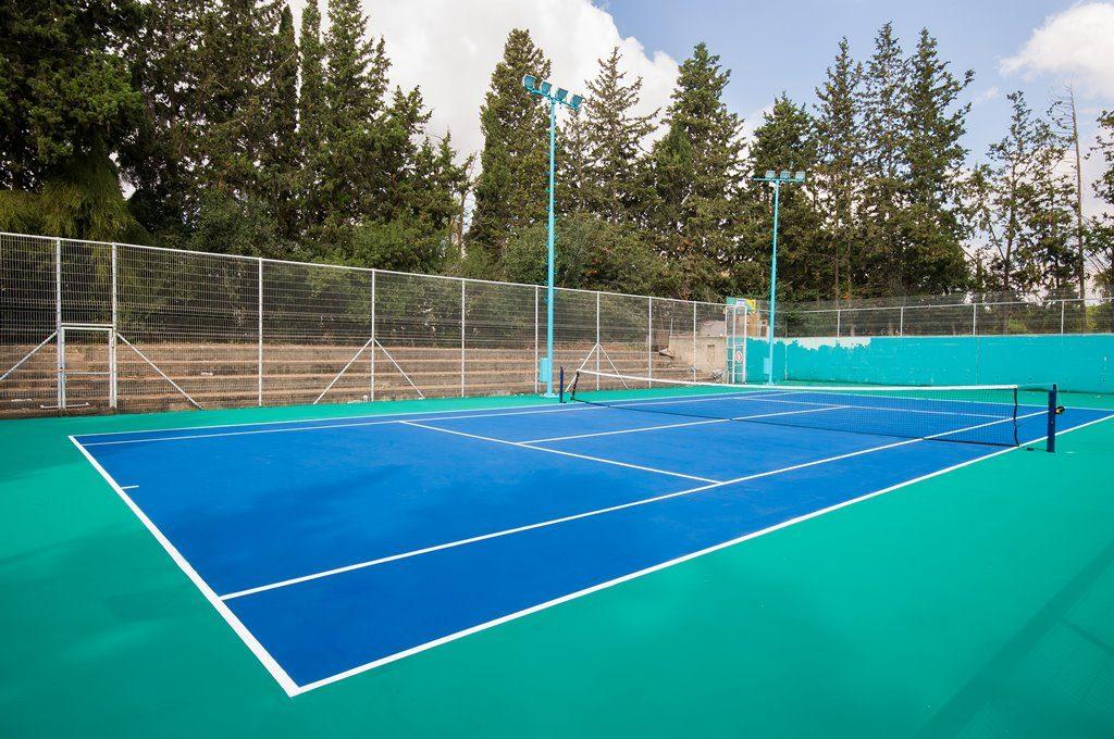 מגרש הטניס